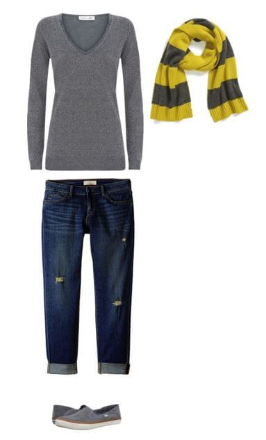 easy-fall-outfit-idea-for-moms-sweater-boyfriend-jeans-scarf-slip-ons