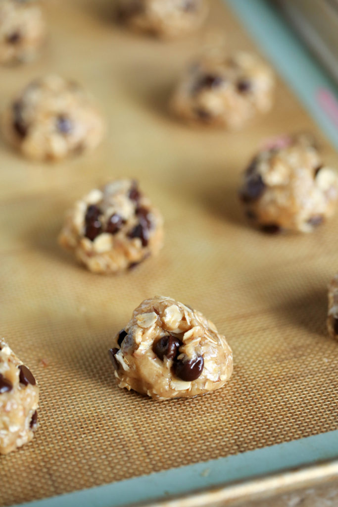 Delicious chocolate chip lactation cookie recipe #lactation #lactationcookies #chocolatechip #chocolatechipcookies #newmoms